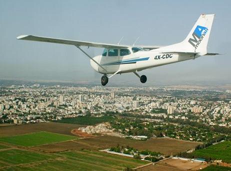 מטוס ססנה 172 באוויר