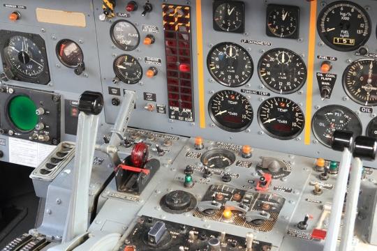רובוט בתא הטייס
