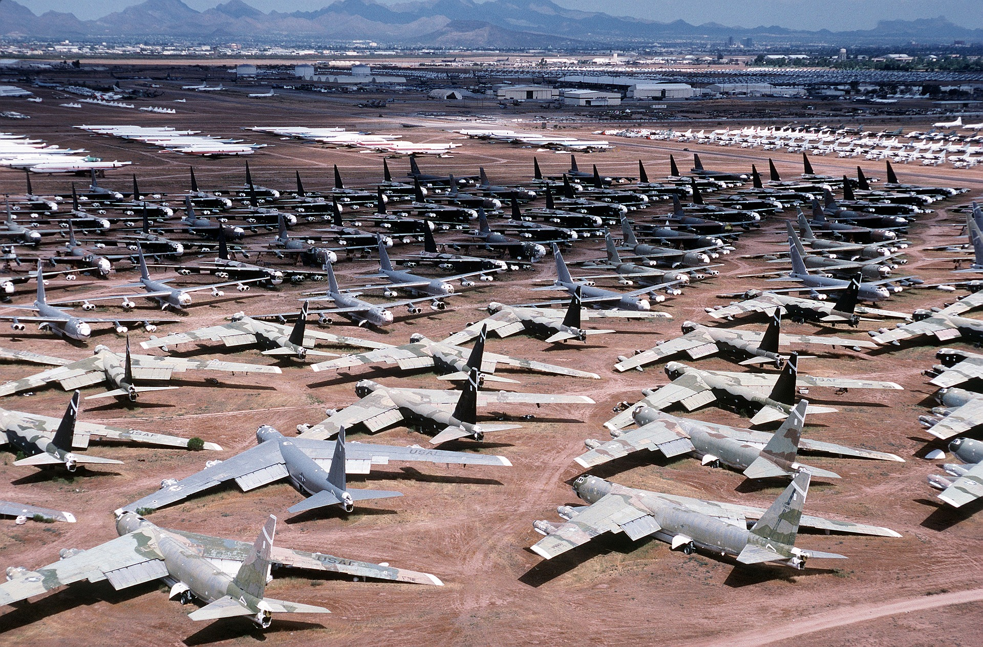 בית קברות למטוסים