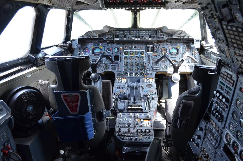 הגאים בתא הטייס