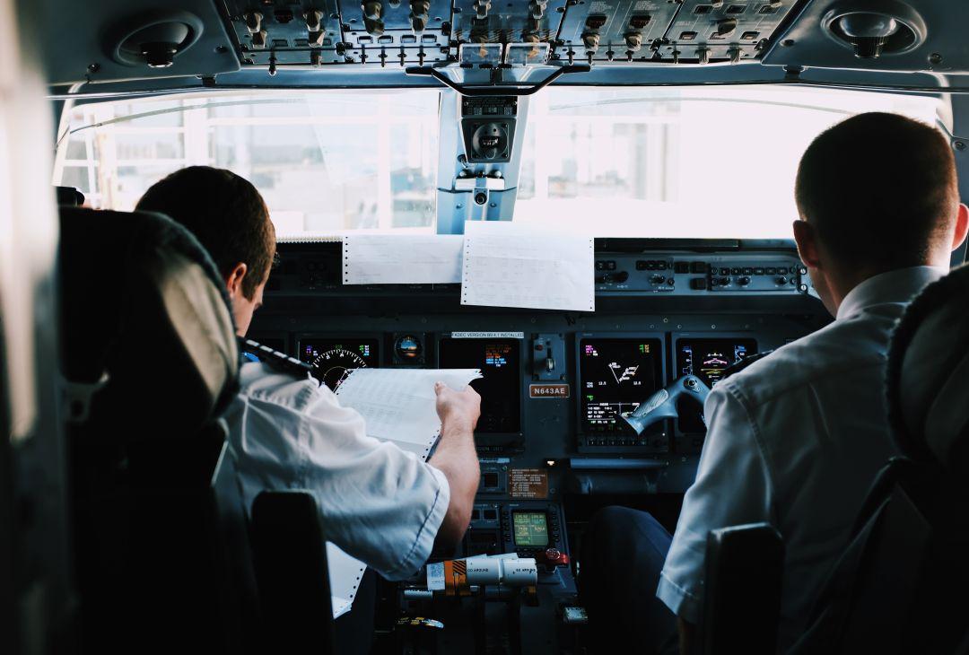 תפקיד הטייסים במטוס