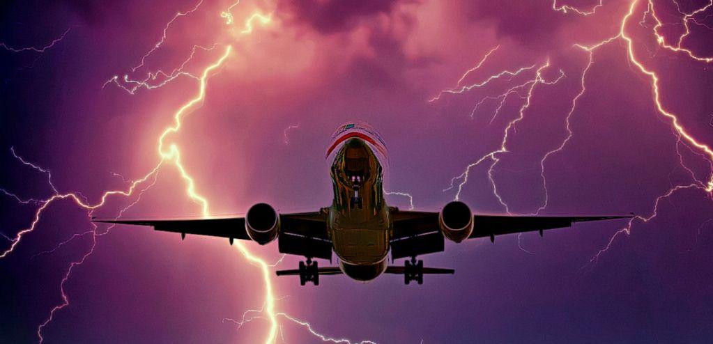 טיסה בסופת רעמים