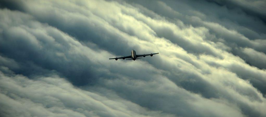 טיסה מסחרית בכיסי אוויר